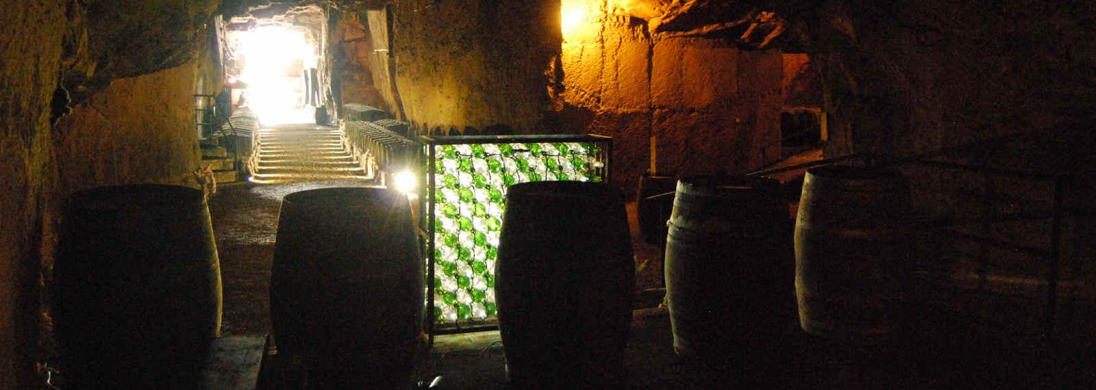 fond de la galerie Est et son jeu de lumières de la cave monplaisir de chinon